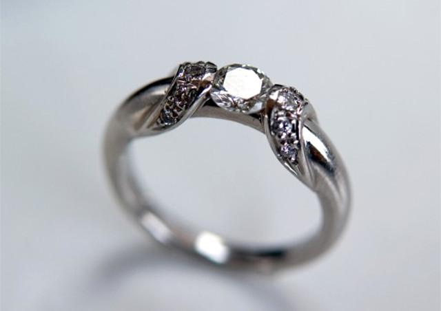 ダイヤモンドの質の基準となる「4C」